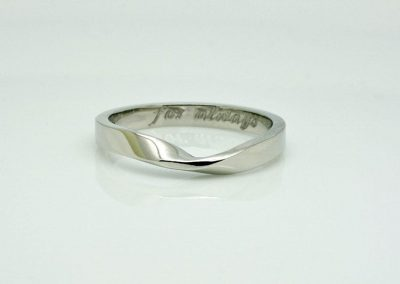 Mobius Twist Fitted Wedding Ring