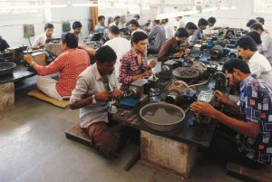 People cutting and polishing working in diamond industry - India
