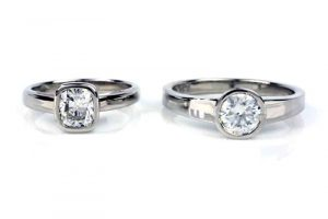Comparison between a solitaire diamond ring (left) and a solitaire moissanite ring (right)